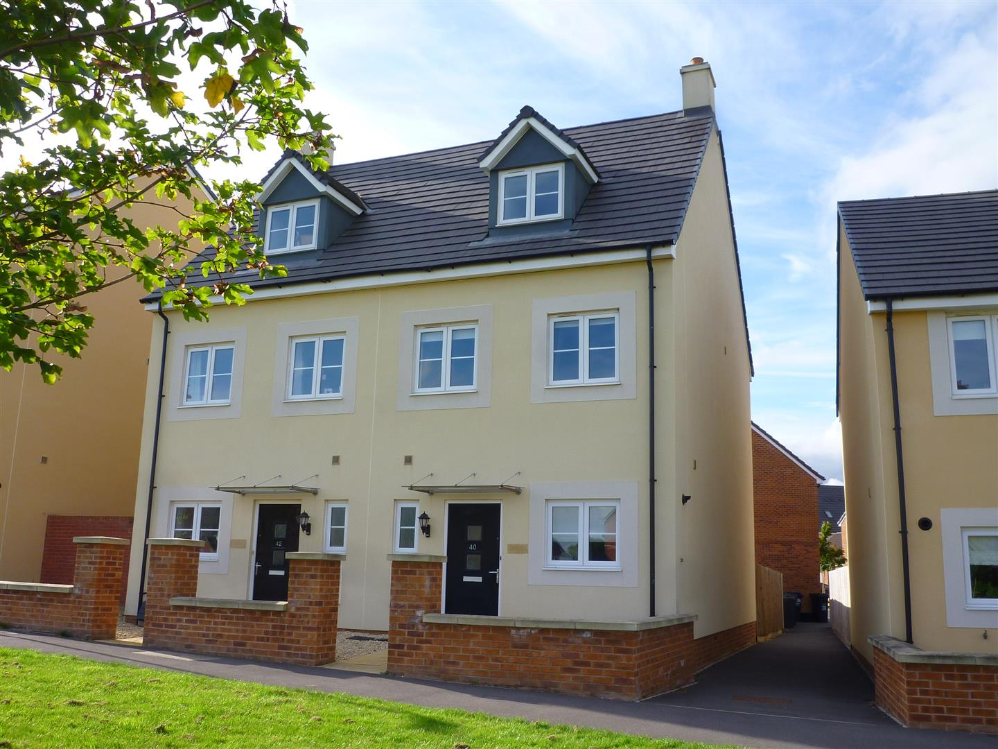 3 Bedrooms Town House for sale in Pipistrelle Crescent, Trowbridge